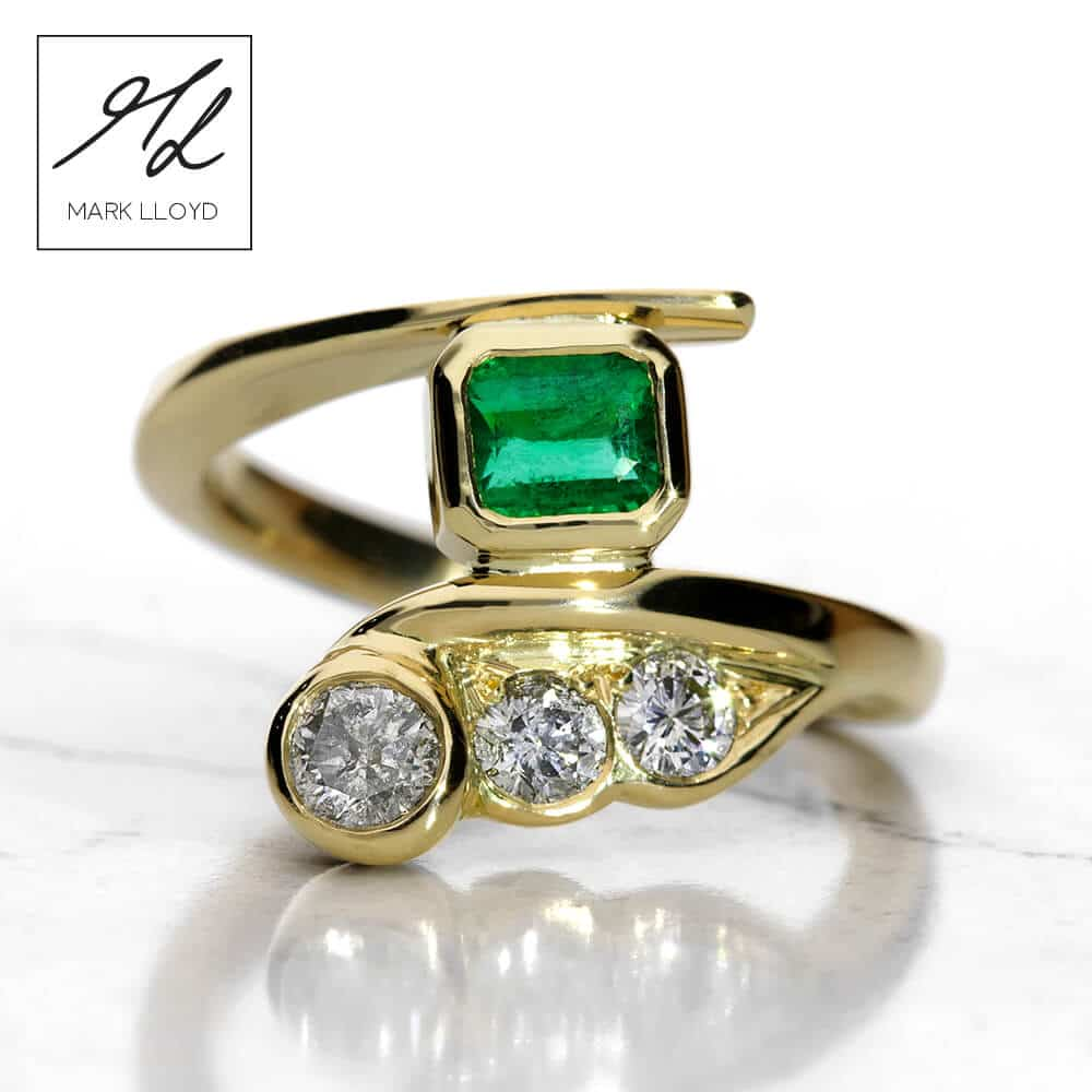 18ct_yellow_gold_emerald_diamond_ring_front