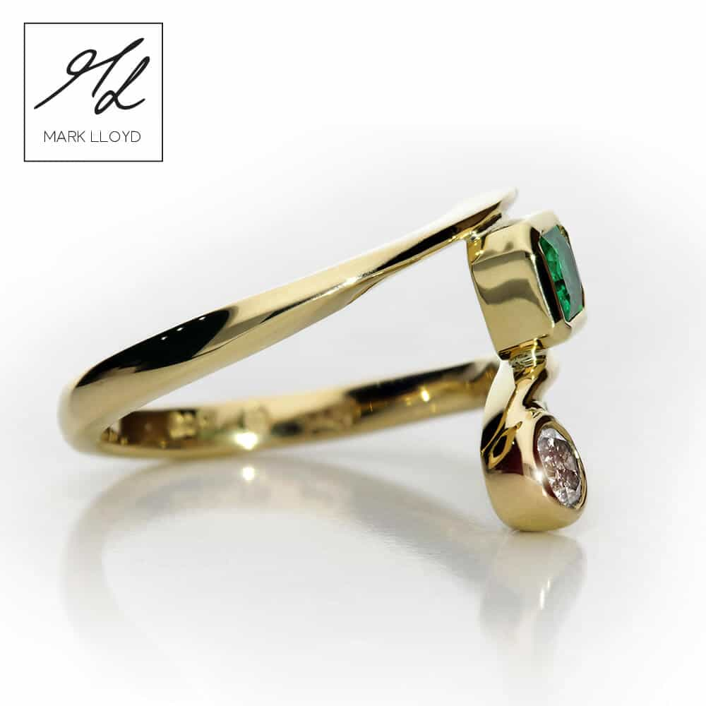 18ct_yellow_gold_emerald_diamond_ring_side
