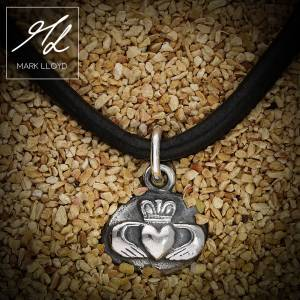 Dune_Claddagh_Charm_Leather