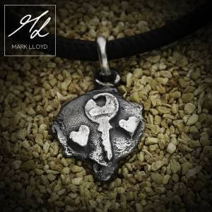 Dune_Key to your heart_Charm_Leather